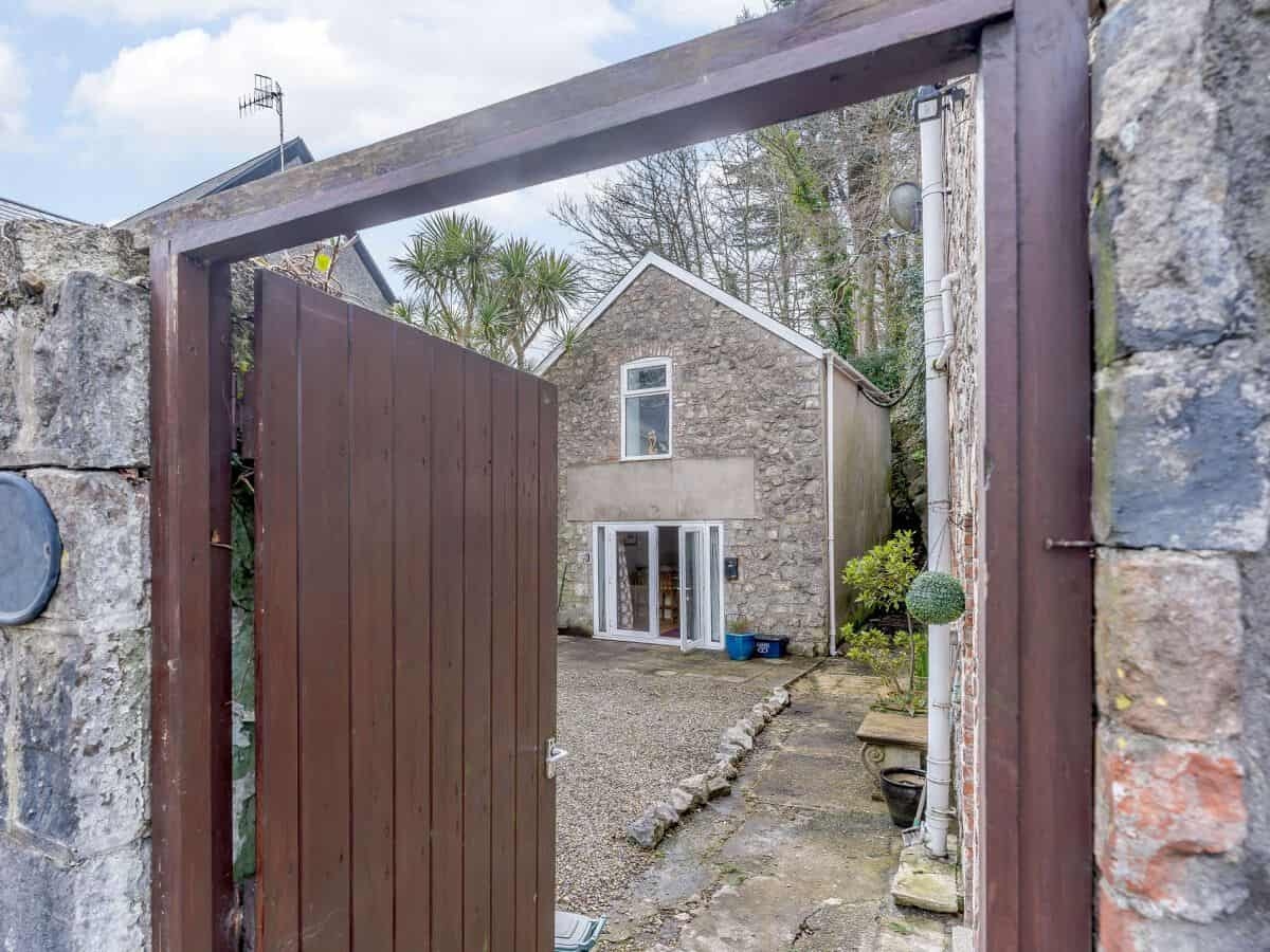 Tenby dog friendly cottage at Green Cottage Coach House